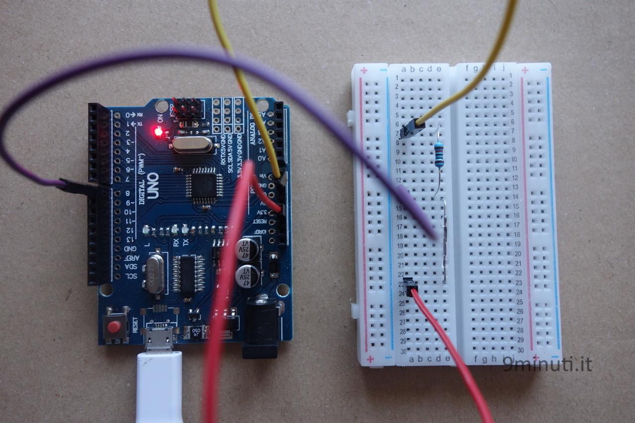Arduino Uno r3 e un interruttore reed switch di vetro